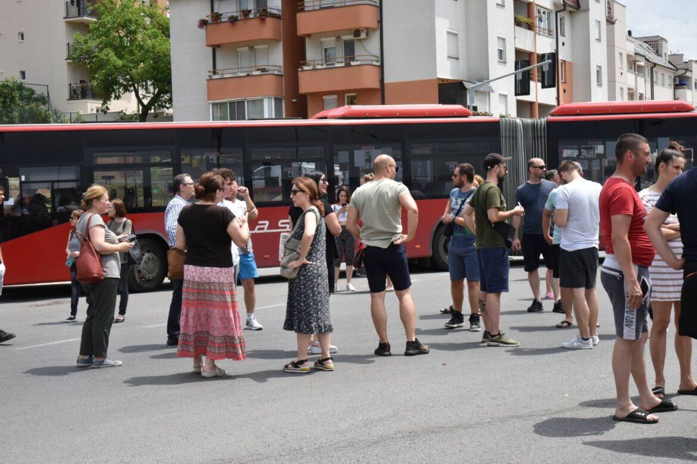 Blokadom saobraćaja Mladenovčani ukazali na problem u vodosnabdevanju (video)