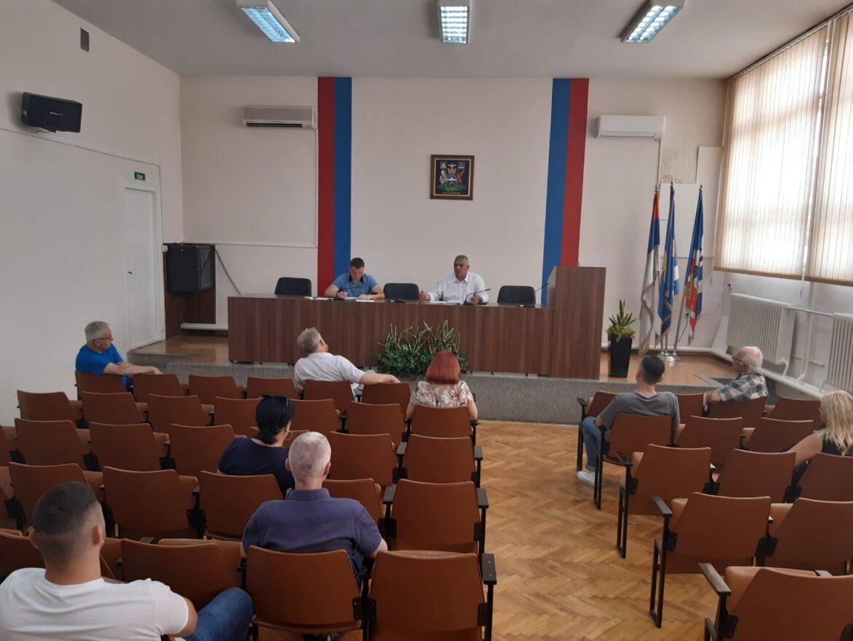 Održana sednica štaba za vanredne situacije GO Mladenovac, predsednik Glišić  očekuje brzi dolazak cisterni sa pijaćom vodom (video)