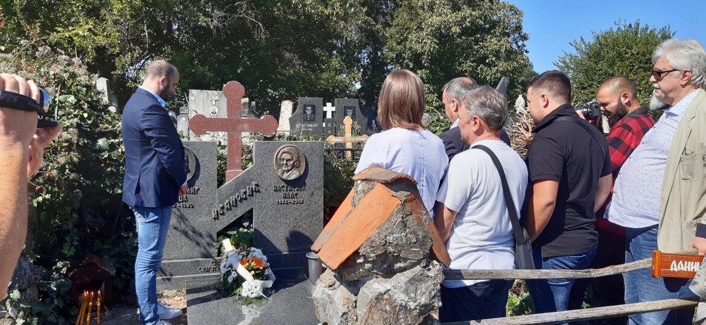 Položeni venci na Gedžin grob i spomen biste u Kovačevcu i Mladenovcu