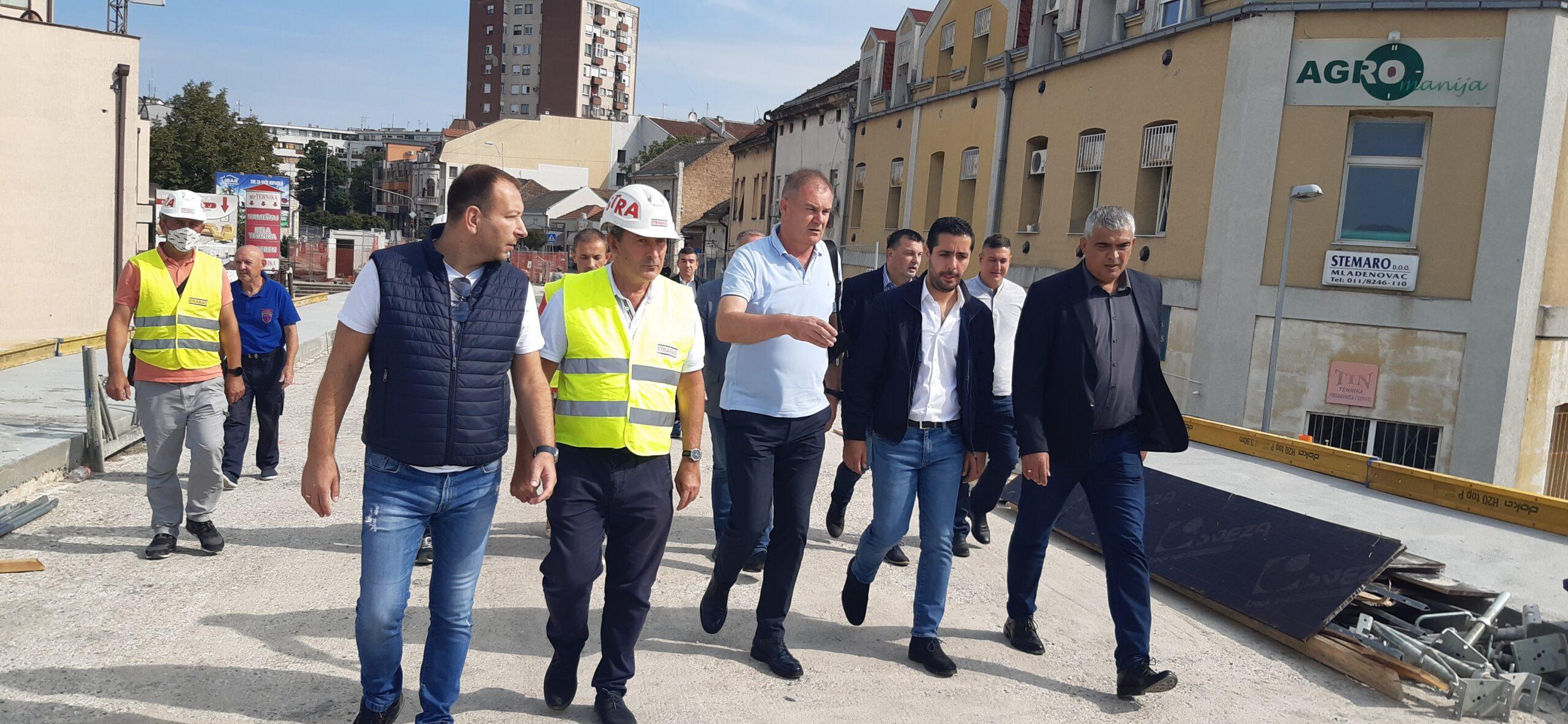 Ministar Tomislav Momirović obišao izvođenje radova na mladenovačkom nadvožnjaku (video)