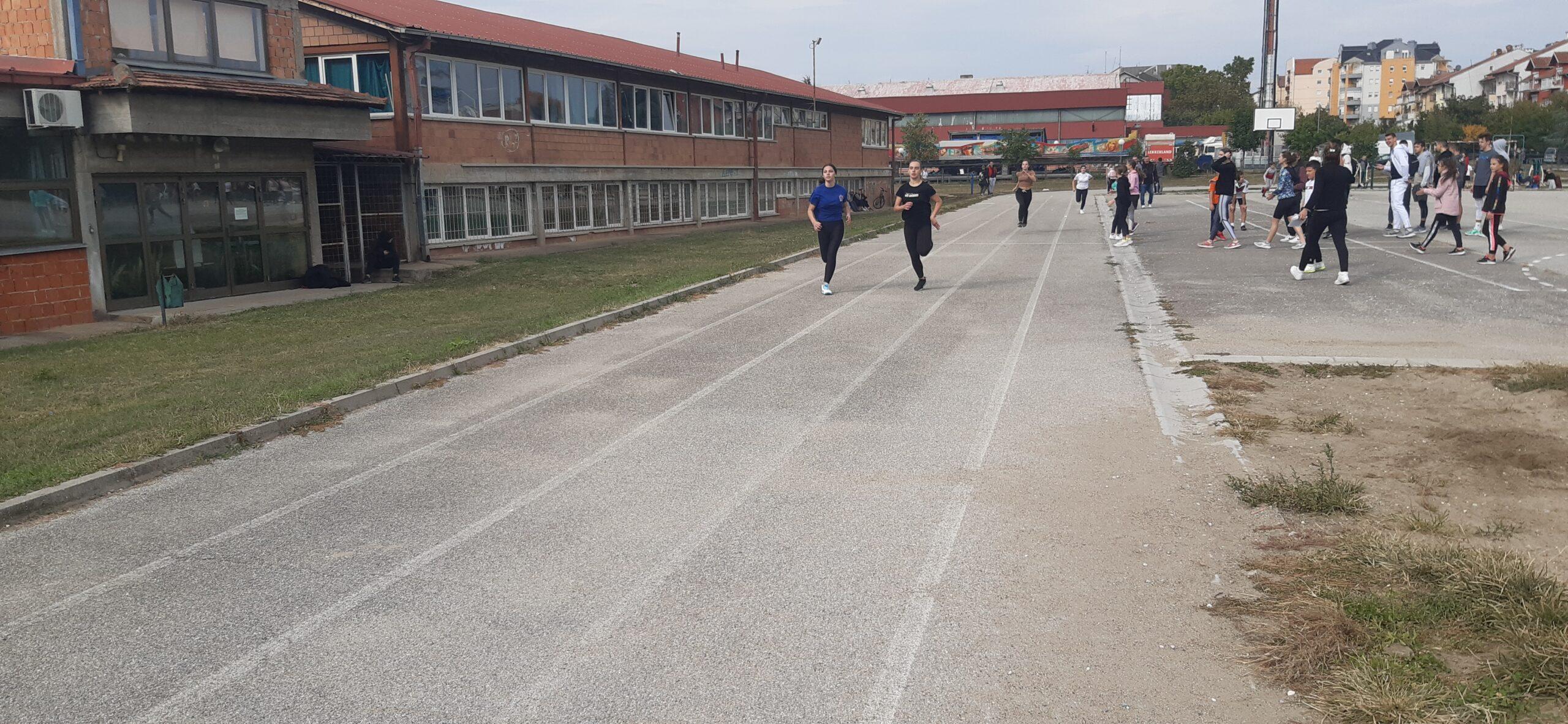 Održano Opštinsko školsko prvenstvo Mladenovca u atletici (video)
